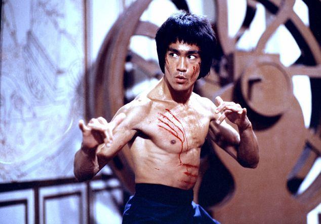 """O segredo por trás do """"Soco de uma polegada"""" de Bruce Lee"""