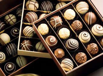 Resultado de imagem para presente chocolates
